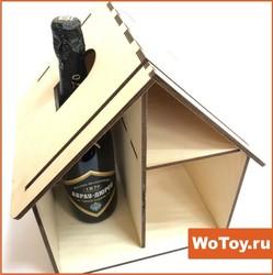 Упаковка фанерная в виде домика с местом под бутылку