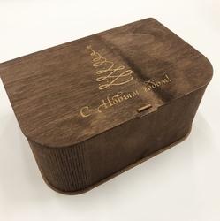 Новогодняя упаковка из фанеры с гравировкой в виде елки на крышке